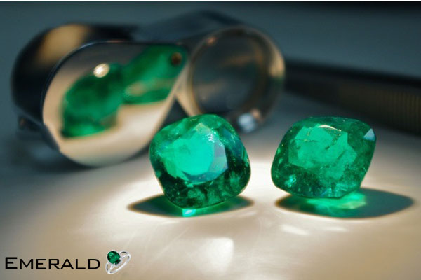 loose emerald gemstone